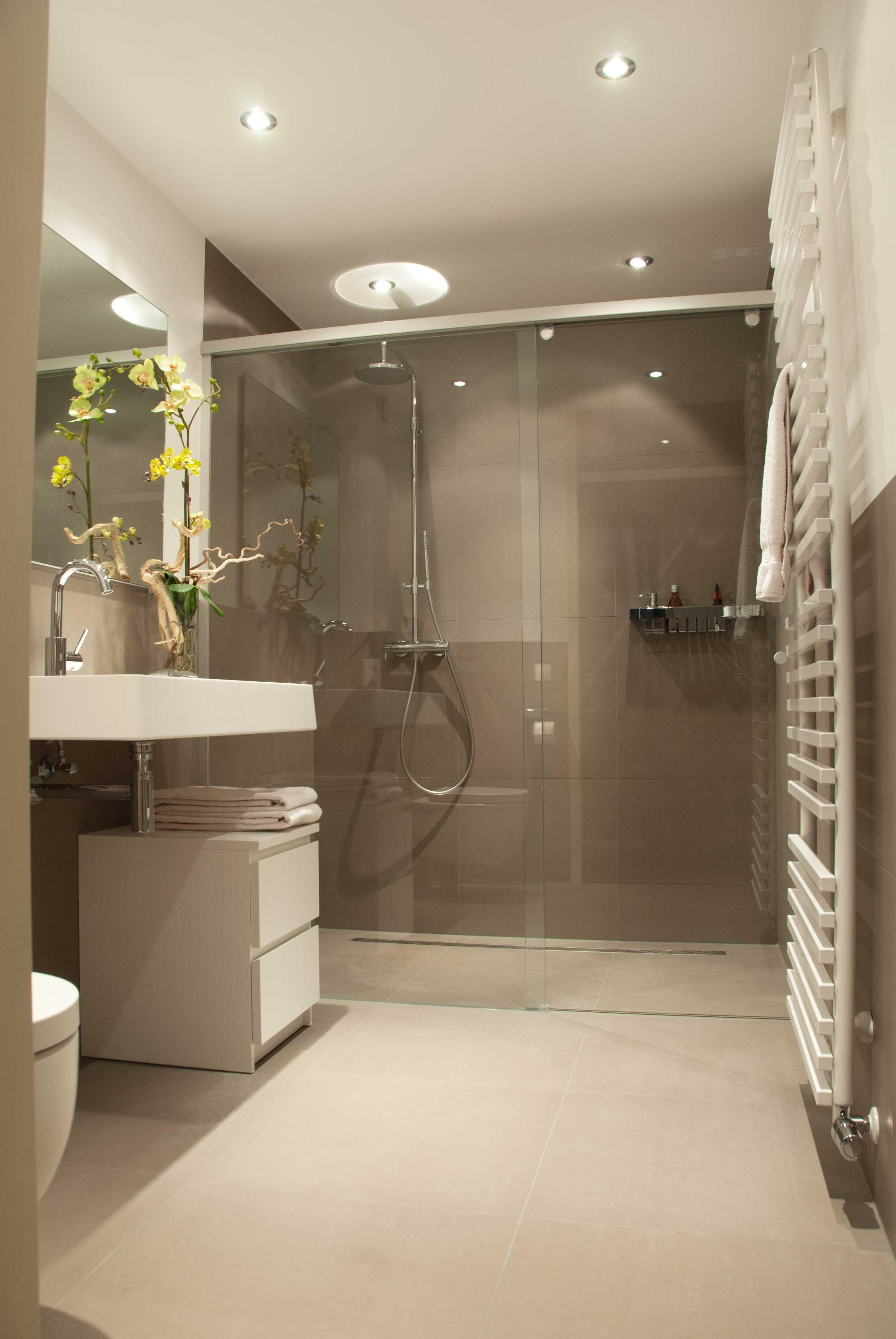 Matte tegels in aarde tinten rak earthstone off beige off grey bijvoorbeeld badkamer - Bruine en beige badkamer ...