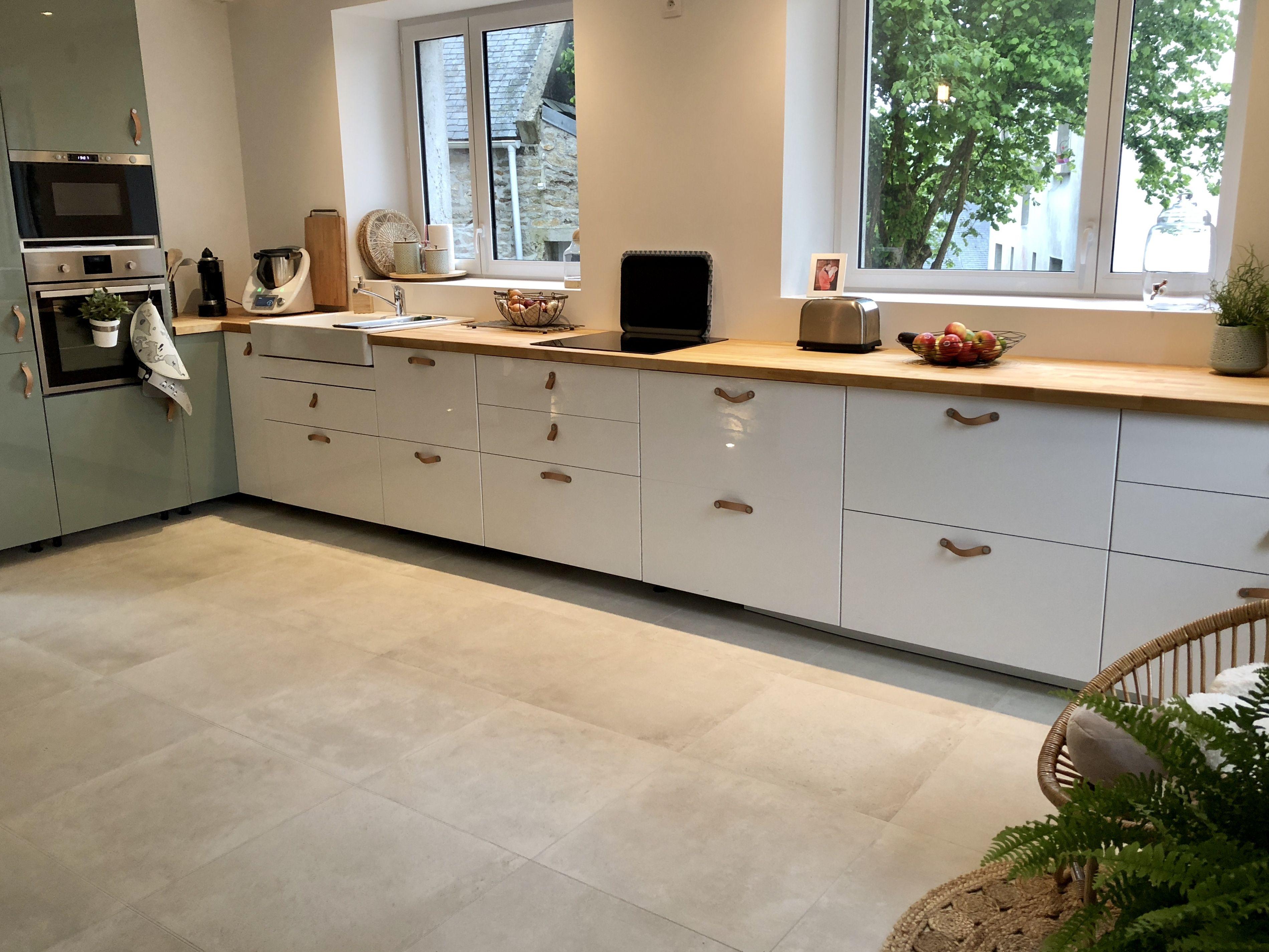 Cuisine ikea en l meubles bas blanc laqu s et colonnes - Ikea meuble cuisine ...