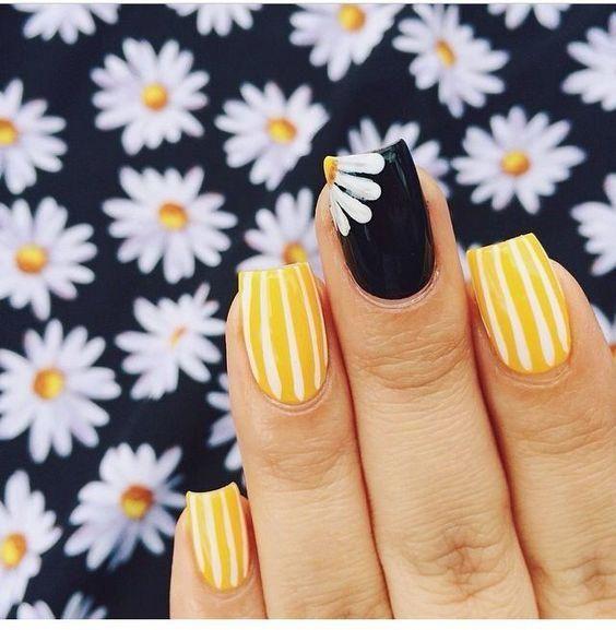 14 Diseños de uñas con margaritas que te encantarán