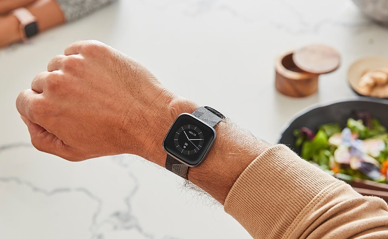 Fitbit Versa 2 Health And Fitness Smartwatch Offers Built In Alexa For All Around Control In 2020 Smart Watch Fitbit Black Friday Gift