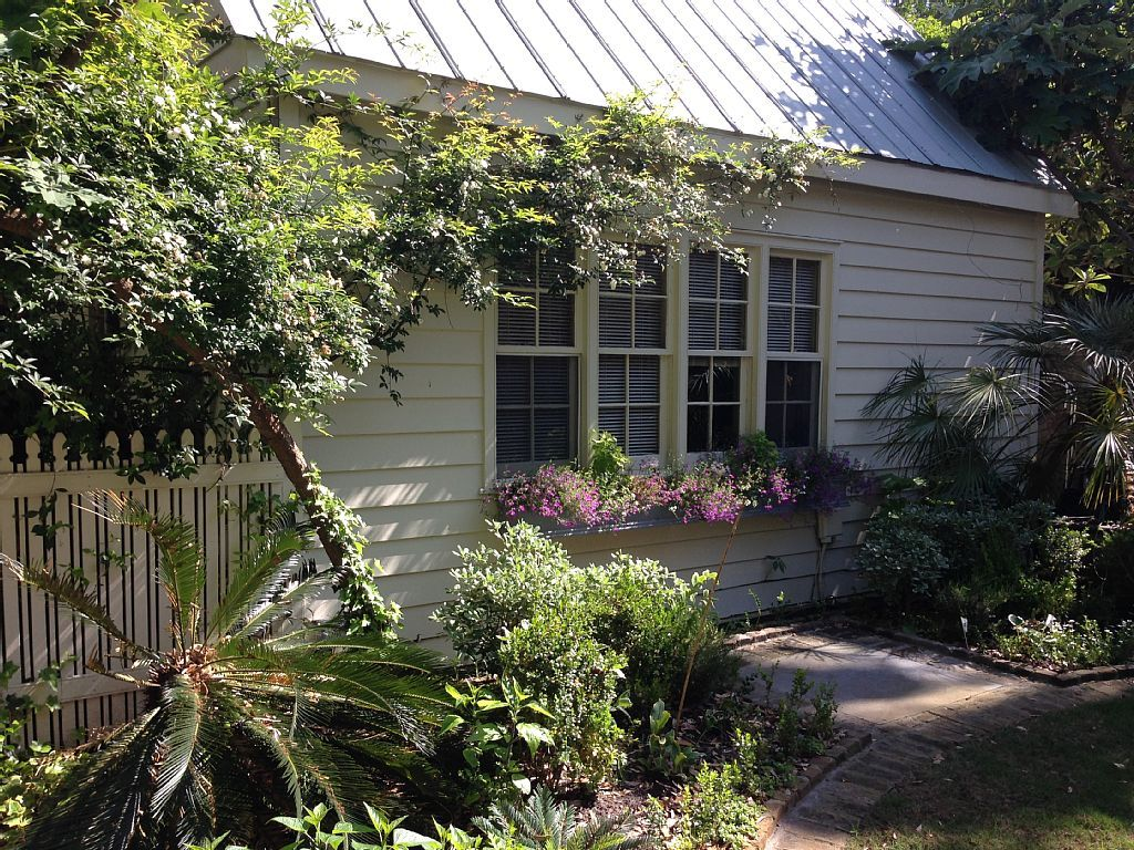 Surprising Vacation Rental Carriage House In Downtown Charleston Pet Download Free Architecture Designs Itiscsunscenecom