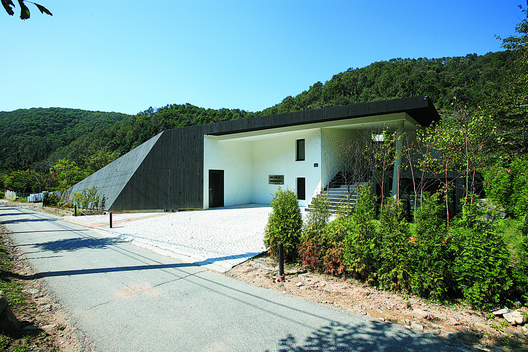 Gallery of Villa Topoject / AND 9 House in nature