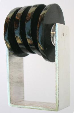 Discovering the hidden shine, Black choral | Contemporary jewellery, Paola Raggo