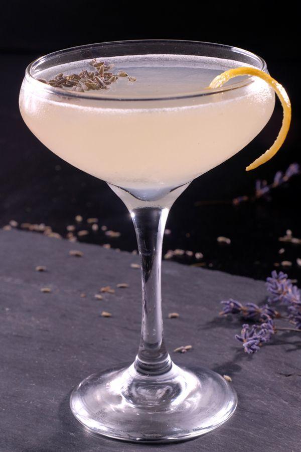 Lemon Lavender Cosmopolitan #cocktaildrinks