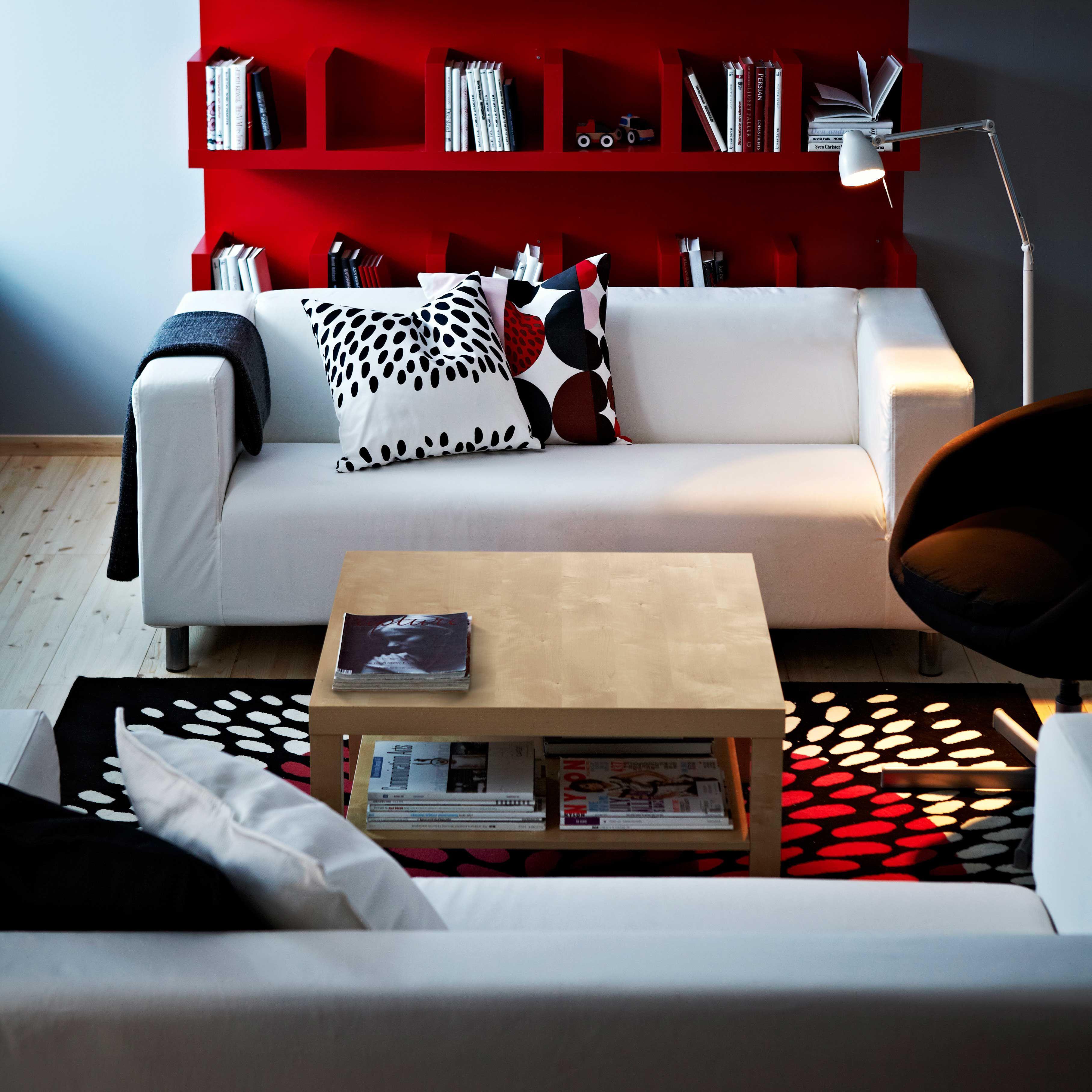 IKEA Österreich, Inspiration, Wohnzimmer, Sofa KLIPPAN, Plaid GURLI,  Leuchte TRÅL,