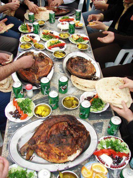 Iraqi Samak Mazgoof Fish Ohmygod It Looks Like Home Iraqi Cuisine Food Shapes Persian Food