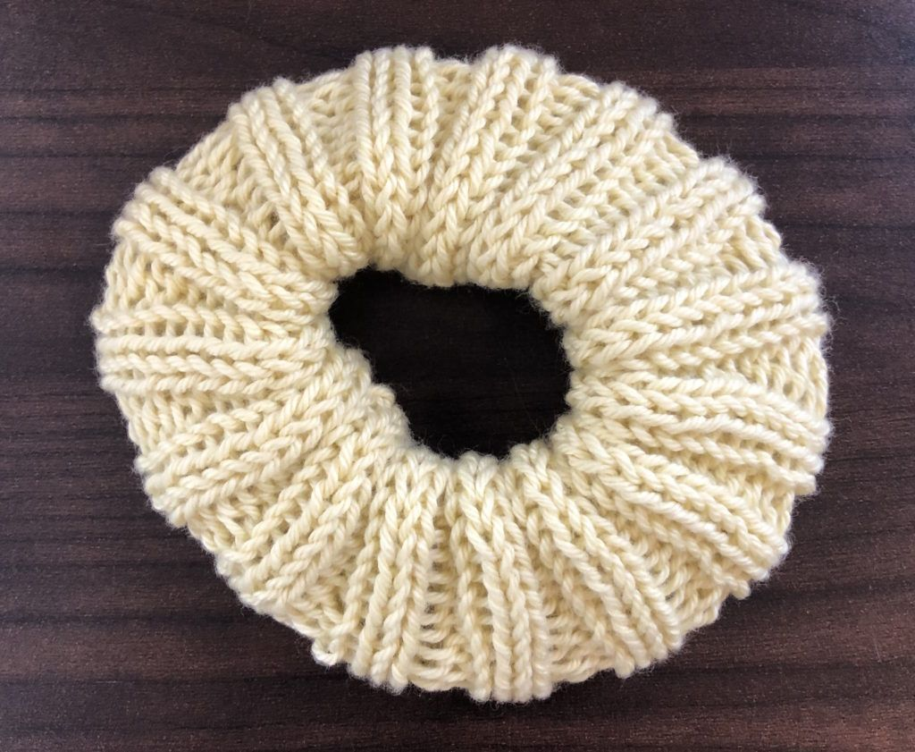 Super Cute Scrunchie Set Free Pattern   Small knitting ...