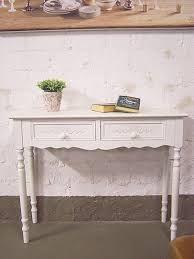 Schöner weißer Schreibtisch
