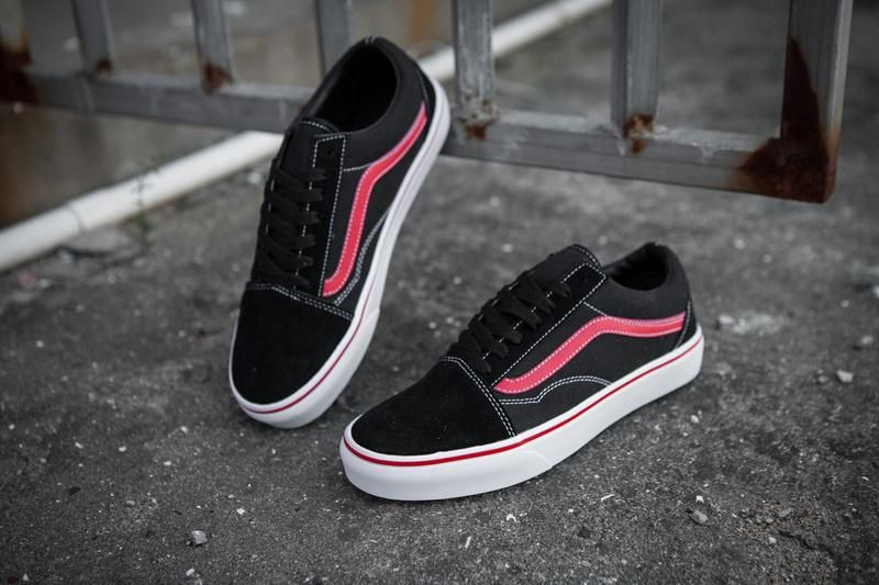 Vans Old Skool Classic Black Red True White Mens Shoes  Vans ... 6fe5d93ca