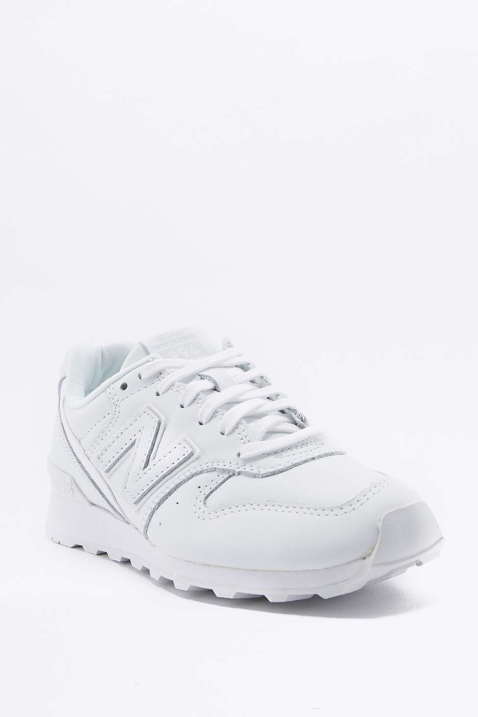 timeless design d6593 e5726 New Balance 996 White Trainers