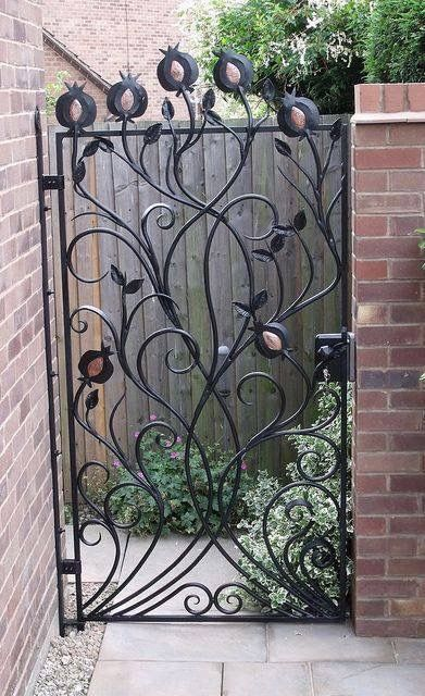 Pin By Ladybug1 On Gates With Images Garden Gates Gate Design Metal Gates Design