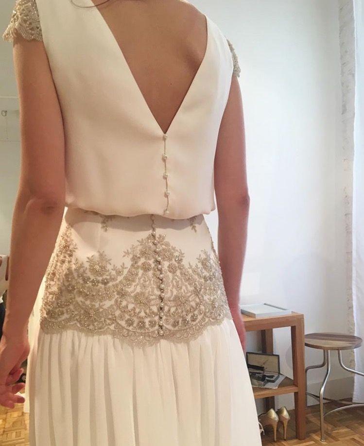 pruebas en el taller de alejandra svarc. vestido de novia dos piezas