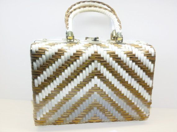 Vintage White Gold Vinyl Weave Handbag Made In British Hong Kong Purse Retro Handbag Mod Purse Vintage Handba How To Make Handbags Woven Handbags Retro Purse