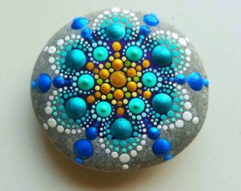 Large Hand Painted Beach Stone Rainbow por P4MirandaPitrone