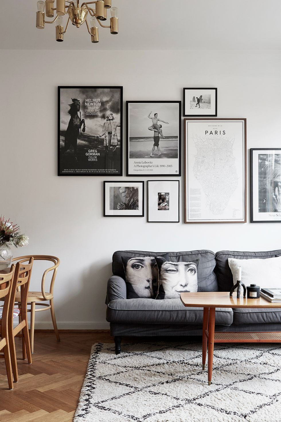 Just Looking At These Minimalist Living Rooms Is More Relaxing Than A Massage In 2020 Wall Decor Living Room Living Room Paint Room Wall Decor