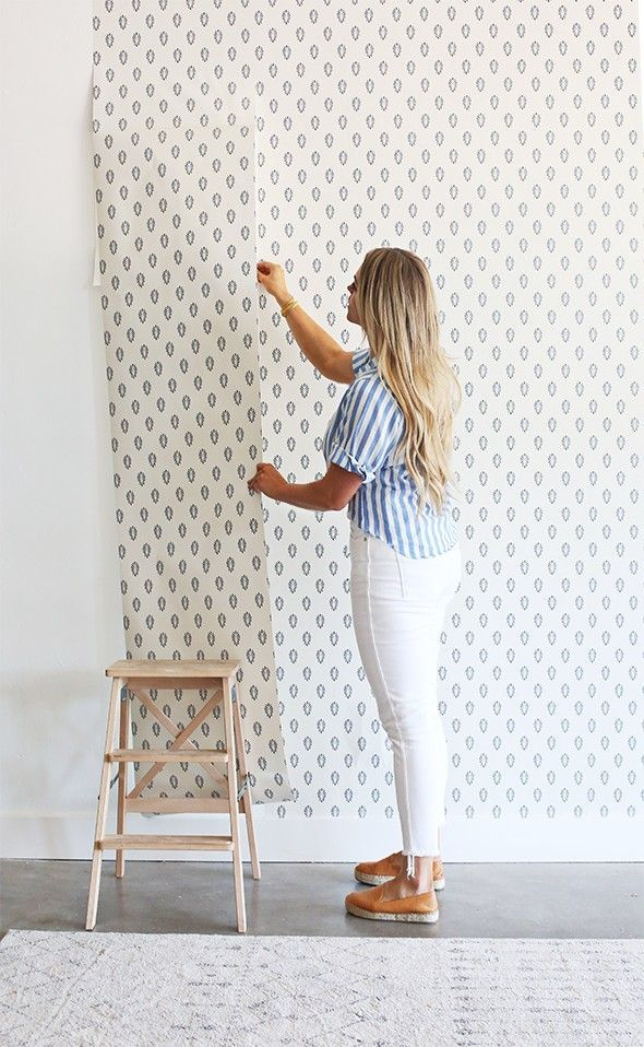 Easy DIY Hanging Removable Wallpaper (Little Green