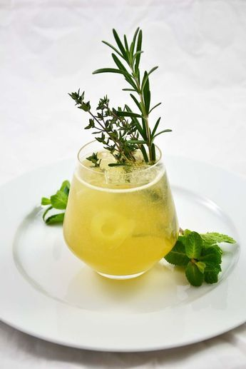 Photo of Guest contribution from crazy cook: gin with herbs and pear