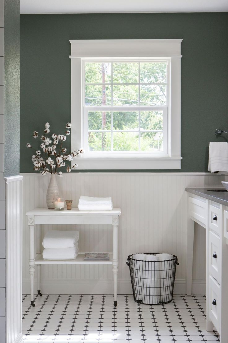 Photos hgtv 39 s fixer upper with chip and joanna gaines for Bathroom decor fixer upper