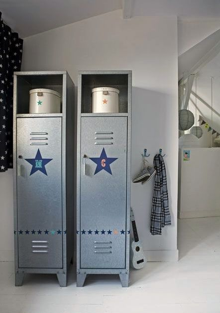 Ways To Use Metal Lockers In Kids Rooms ヴィンテージロッカー