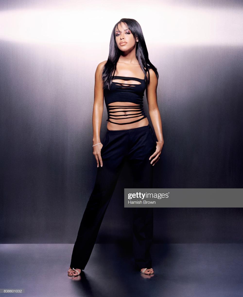 Fotografia de notícias : Singer Aaliyah is photographed on May 23, 2001 in... #aaliyahfashion