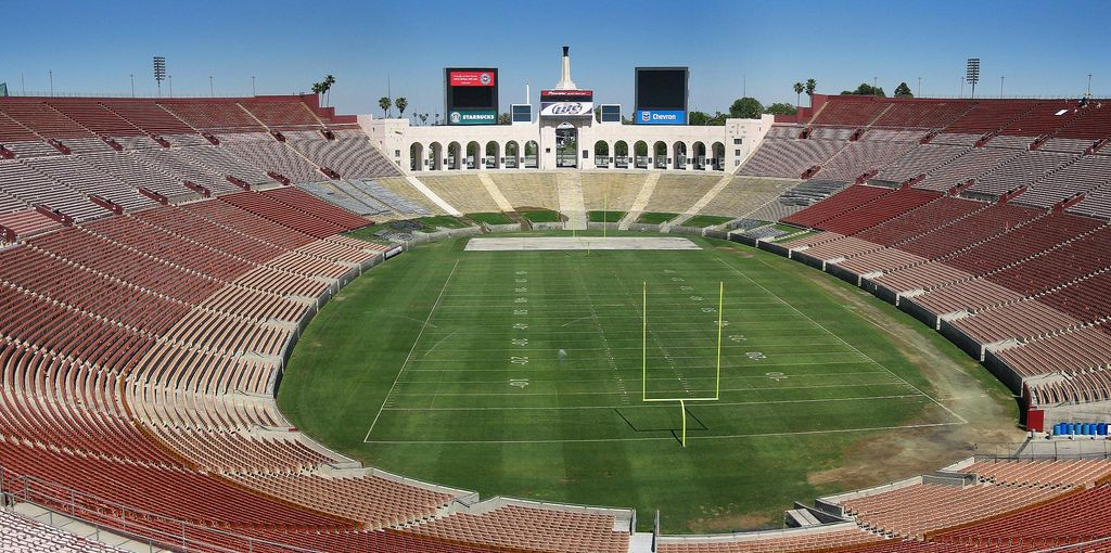 Los Angeles Memorial Coliseum Home Of The Rams And Now The Chargers Seating Capacity 93 605 Los Angeles Rams Los Angeles Oregon State Beavers