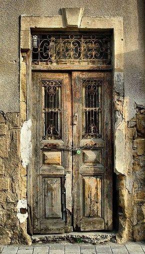 Ancient Weathered Door アーチ窓 ヴィンテージのドアノブ 木の家