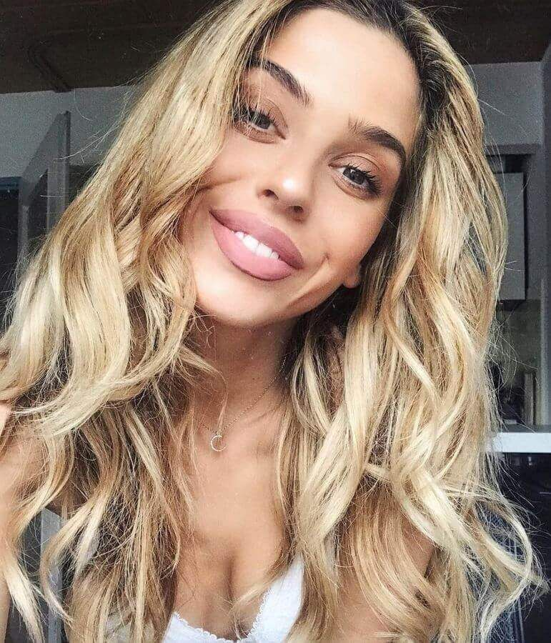 12 Edgy Chic Black And Blonde Hairstyles Pretty Designs Blonde Hair Dyed Black Black Hair Dye Hair Styles