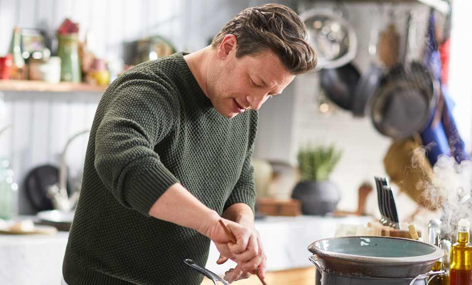 Guardate il video e scoprite come Jamie Oliver prepara i suoi spaghetti  extra verdi aa1833ff54fc