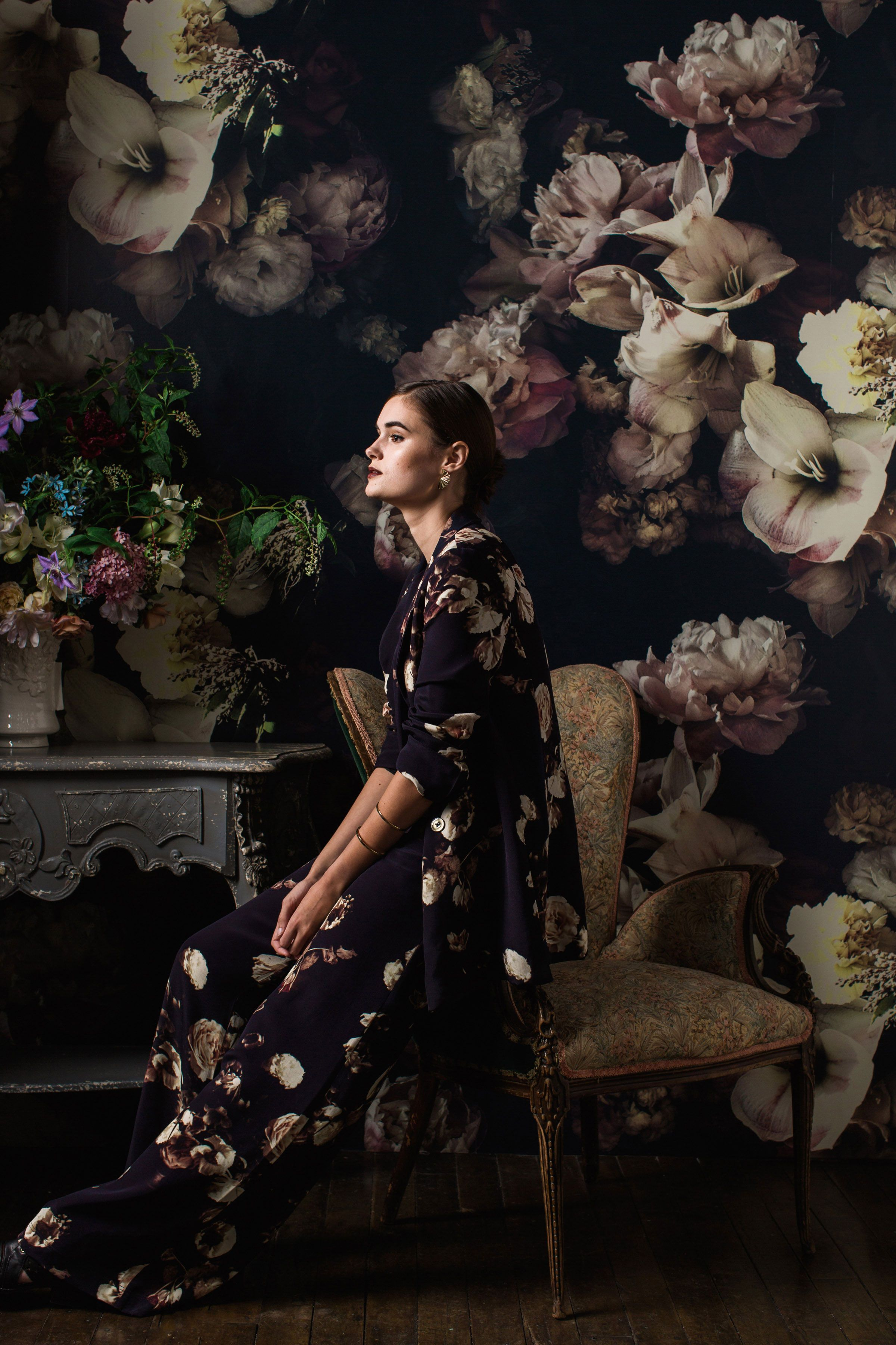 Black floral print wallpaper dark floral wallpaper by ellie cashman - Lately They Everywhere Huge Darkly Dramatic Floral Wallpapers That Draw You In With Their Lusciousness And Sheer Scale