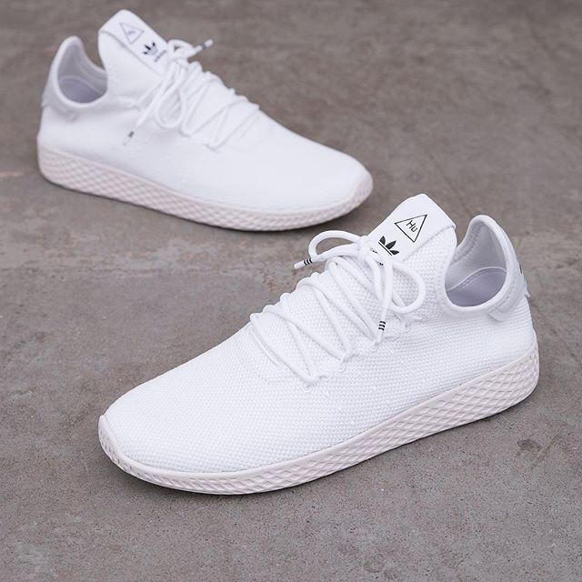 894204557 adidas Originals Pharrell Williams Tennis HU - B41792 •• Vita sneakers är  det bästa vi vet!  adidasoriginals  pharellwilliams  tennishu  footish