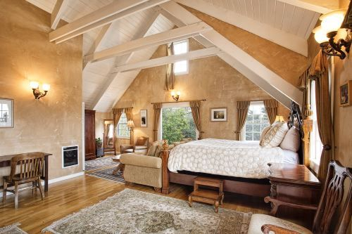 Room 19, The Upper Barn Suite  PREMIERE - $399.00 King, sofa bed, river stone fireplace, spa tub for two and shower, two person sauna, ocean view, deck, phone, coffeemaker, refrigerator, microwave, high speed Internet, TV/DVD-CD and cable.