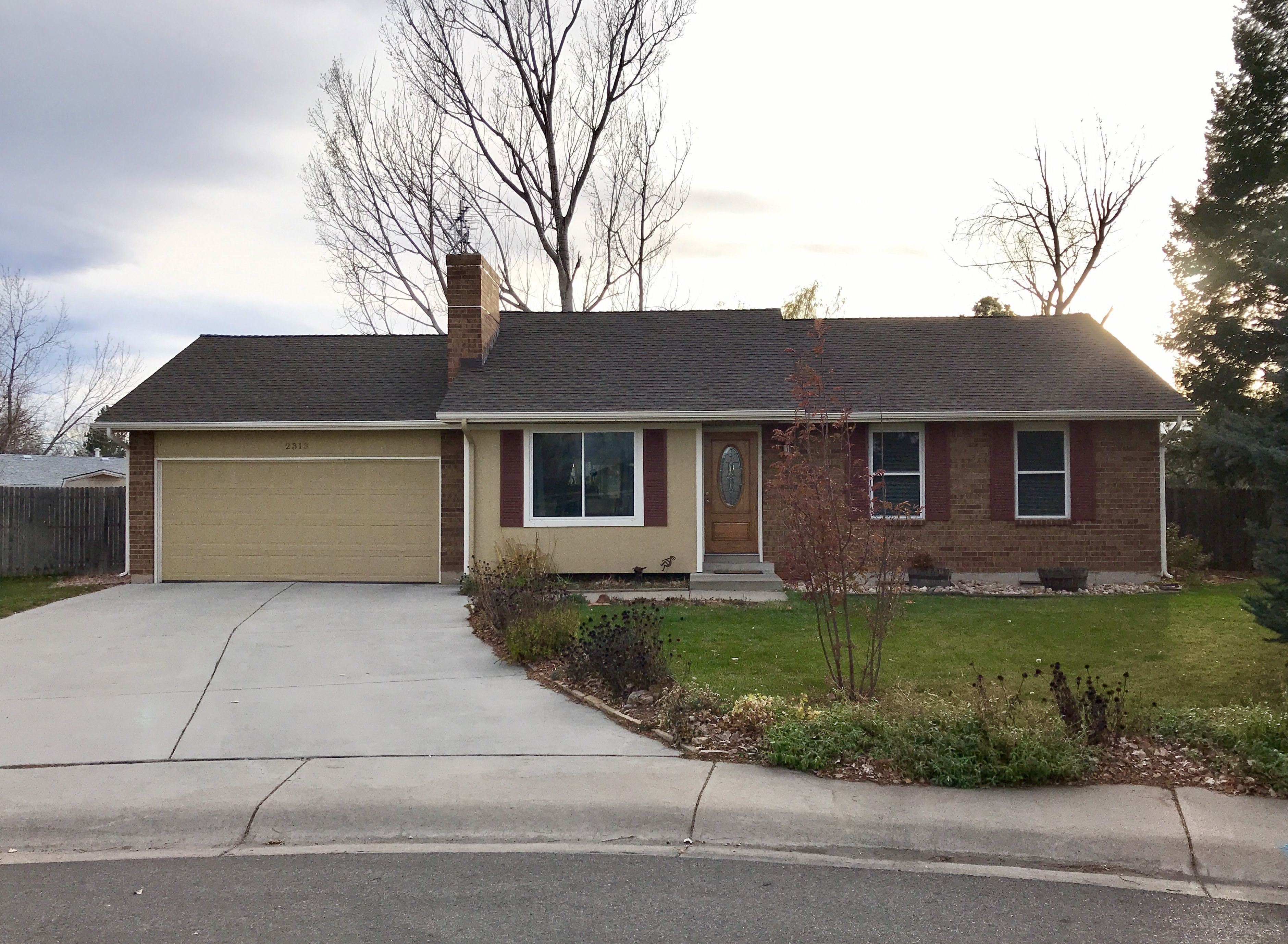 This Home In Fort Collins Is Roofed With Gaf Timberline Hd Shingles In The Color Barkwood Roofing Contractors Roof Aluminum Roof