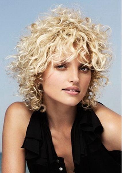resultado de imagen para cortes de cabello rizado corto para mujer