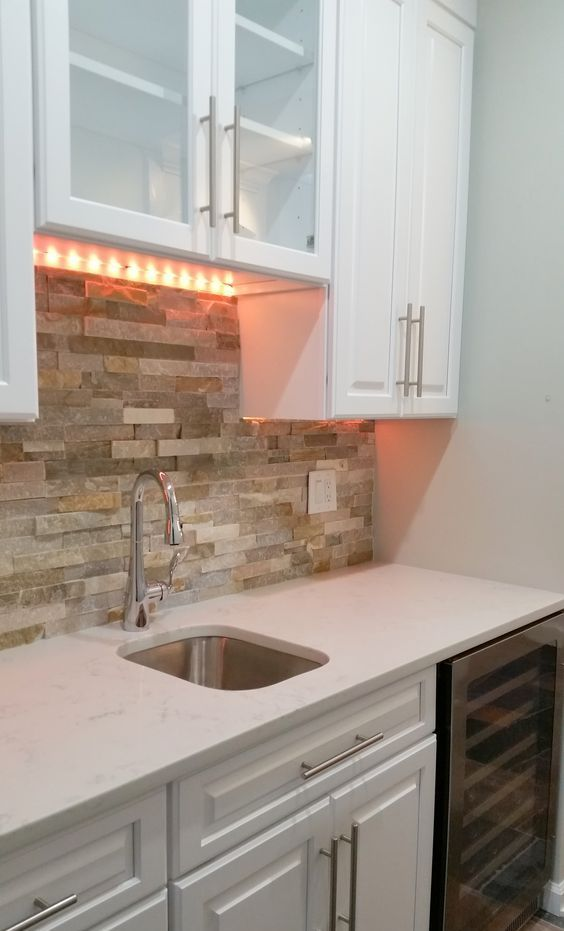 29 Cool Stone And Rock Kitchen Backsplashes