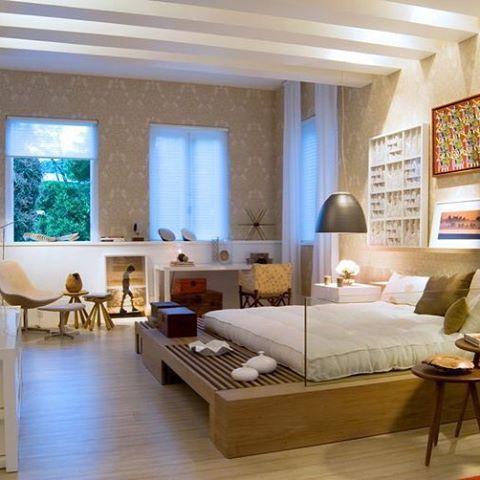 Cama tatame ou tatame cama?  Uma pegada oriental no estilo zen... {e de quebra um excelente apoio no quarto} Projeto: Bezamat Arquitetura