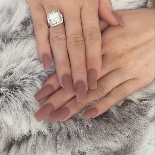 This is a nice neutral color, the nails might be too long for me but ...