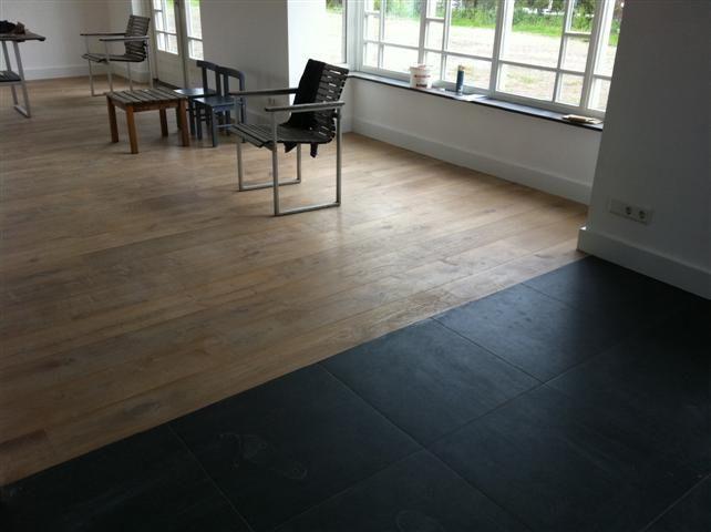 Houten Vloer Tegels : Overgang houten vloer naar tegels naadloos door morefloors