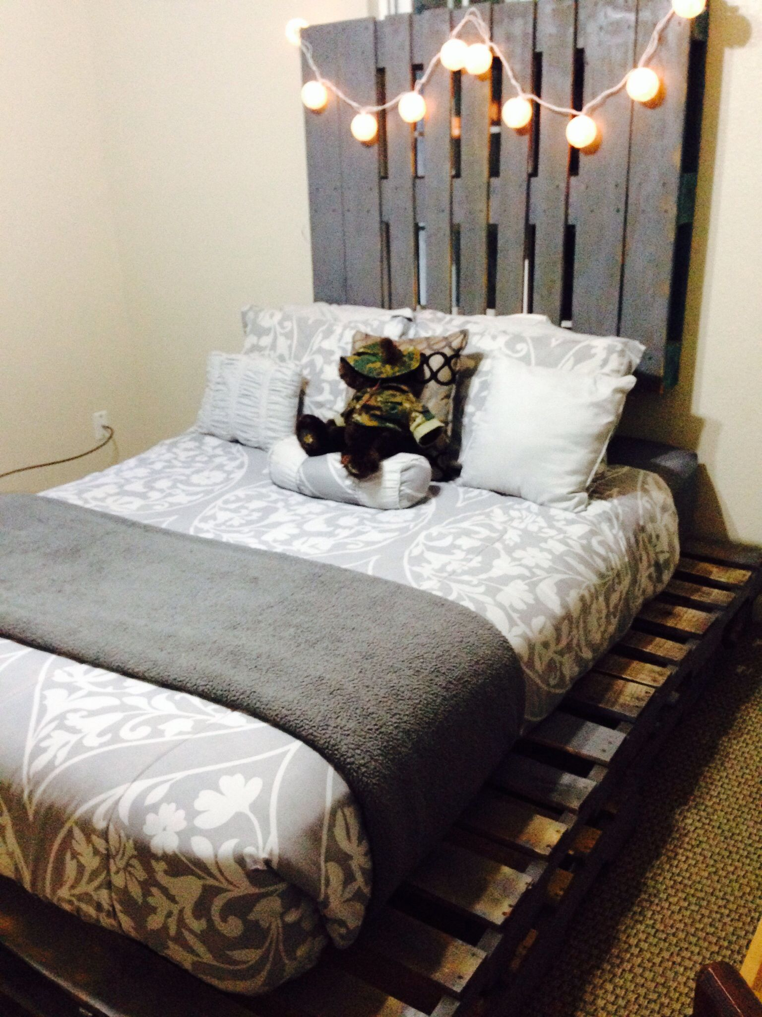Pallet bed and headboard #pallets #bed #headboard #DIY #grey | DIY ...