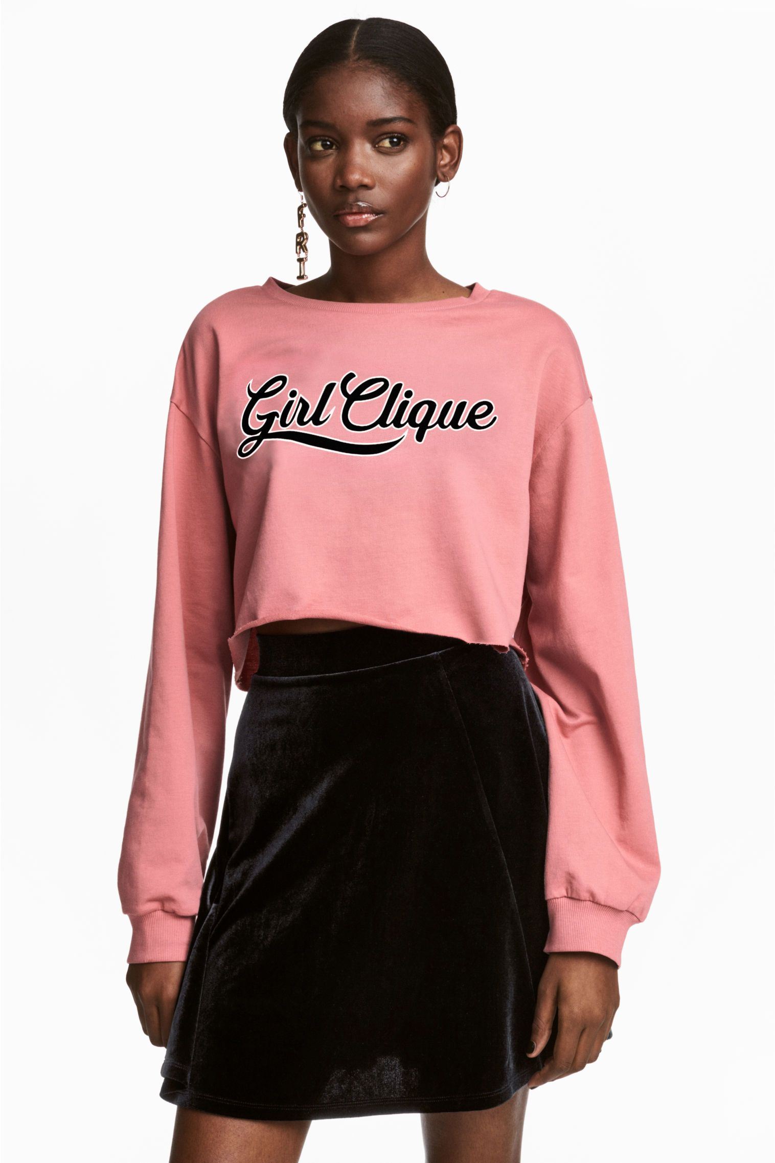 Cropped top in light sweatshirt fabric with a print motif. Dropped shoulders, long, wide sleeves with ribbed cuffs and raw-edge hem.