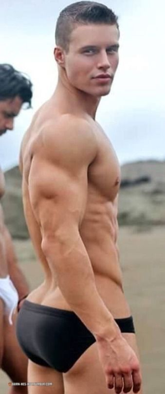 Damn Hes Hot Speedo In  Pinterest Chicos Guapos Que Guapo And Hombres
