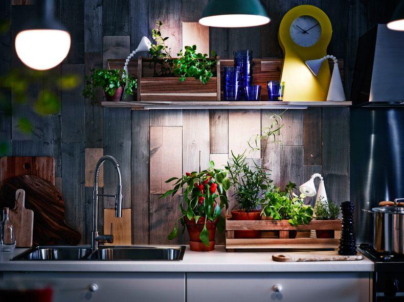 Lampade Da Cucina Ikea : Mensola con illuminazione sottopensile a led e due lampade da