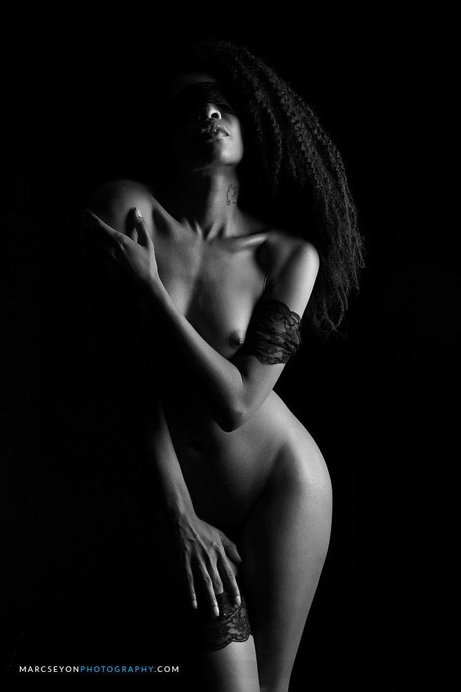 model-mayhem-black-nudity