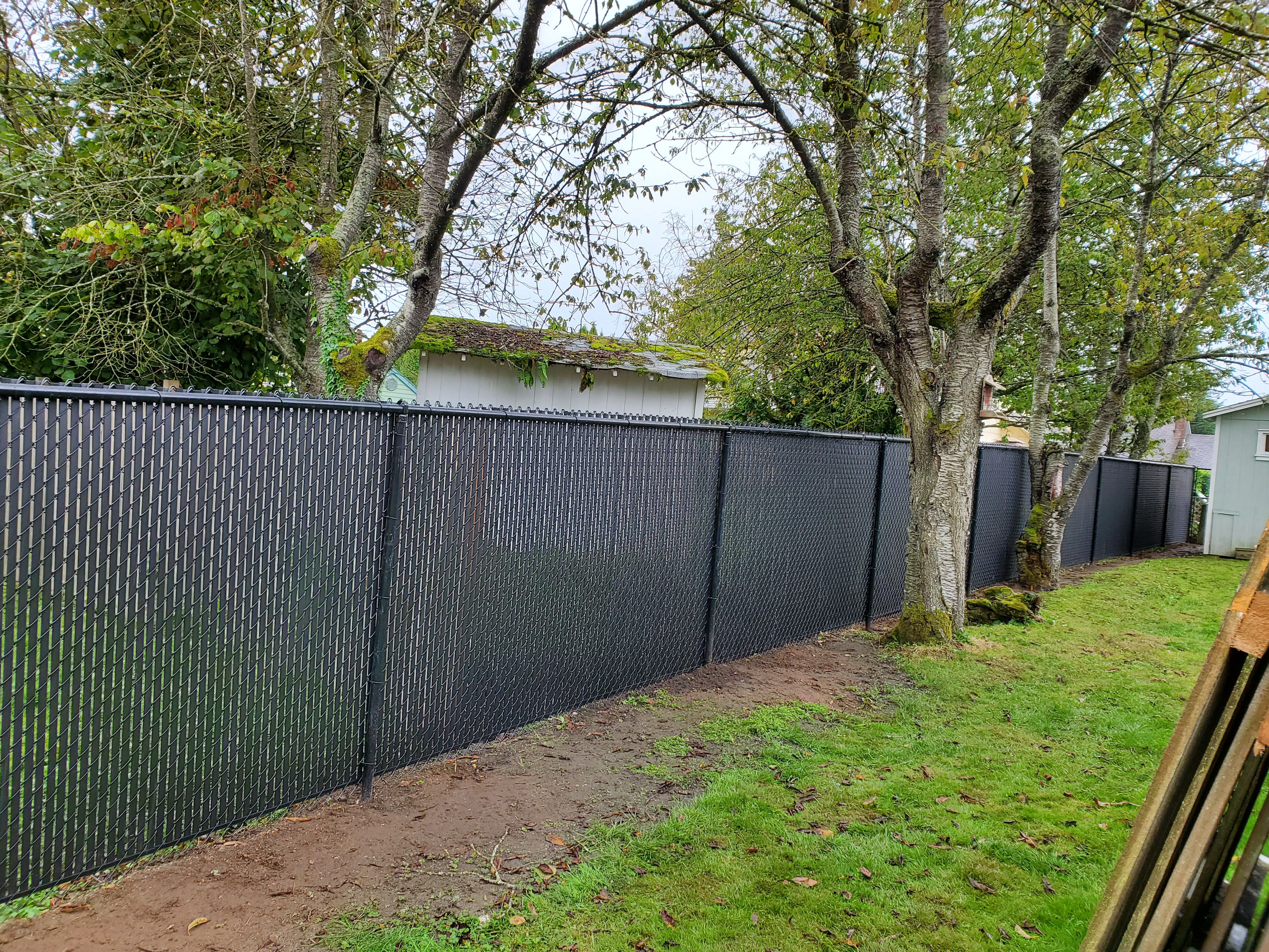 Black Chain Link Fence With Black Privacy Slats Black Chain Link Fence Outdoor Dog Kennel Outdoor