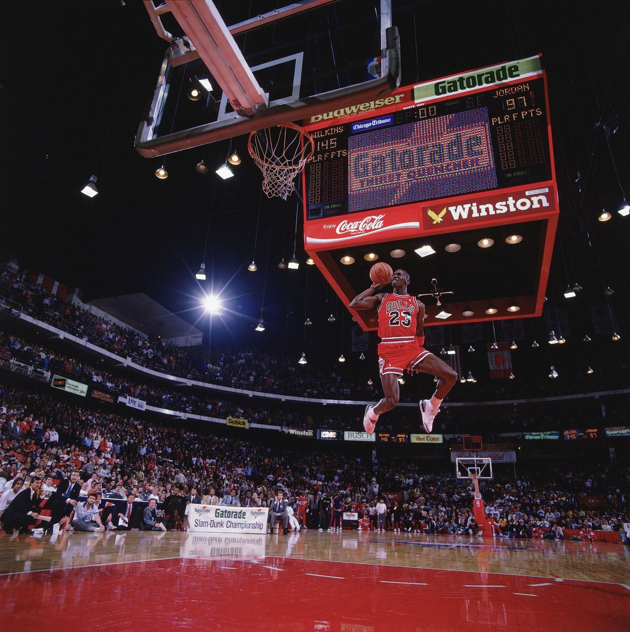 Mate De Jordan Desde El Tiro Libre The Story Behind Michael Jordan S Most Famous Dunk Basketball
