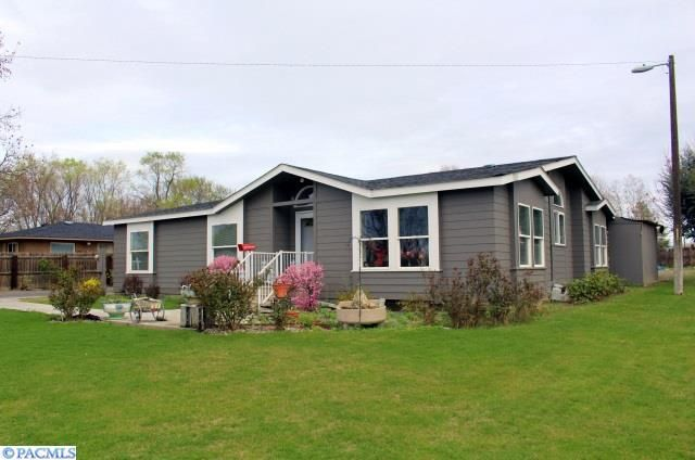 Tri-Cities: Kennewick Home for Sale - 909 Gum Street