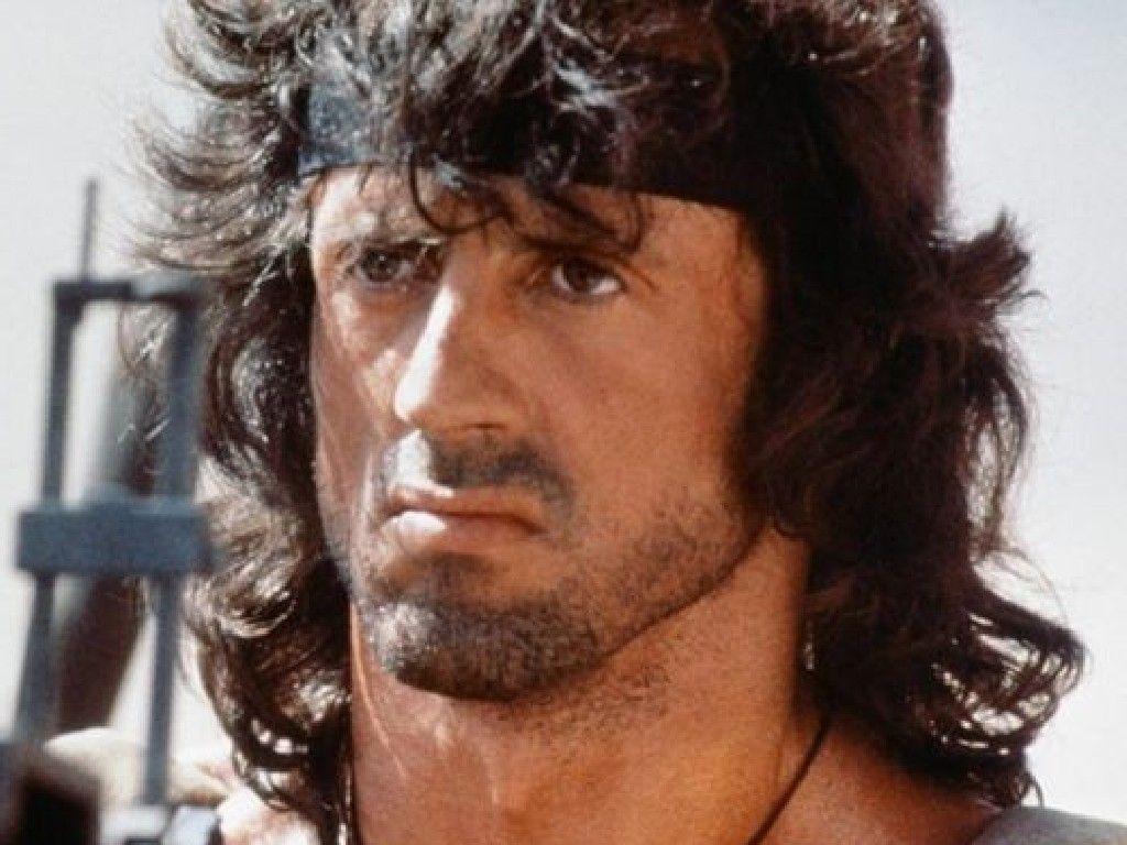 Sylvester Stallone  2020 Marrone scuro capelli & classico stile dei capelli.