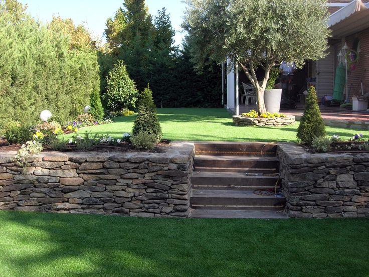 Resultado de imagen de casa con jard n desnivel jardin for Jardines en desnivel