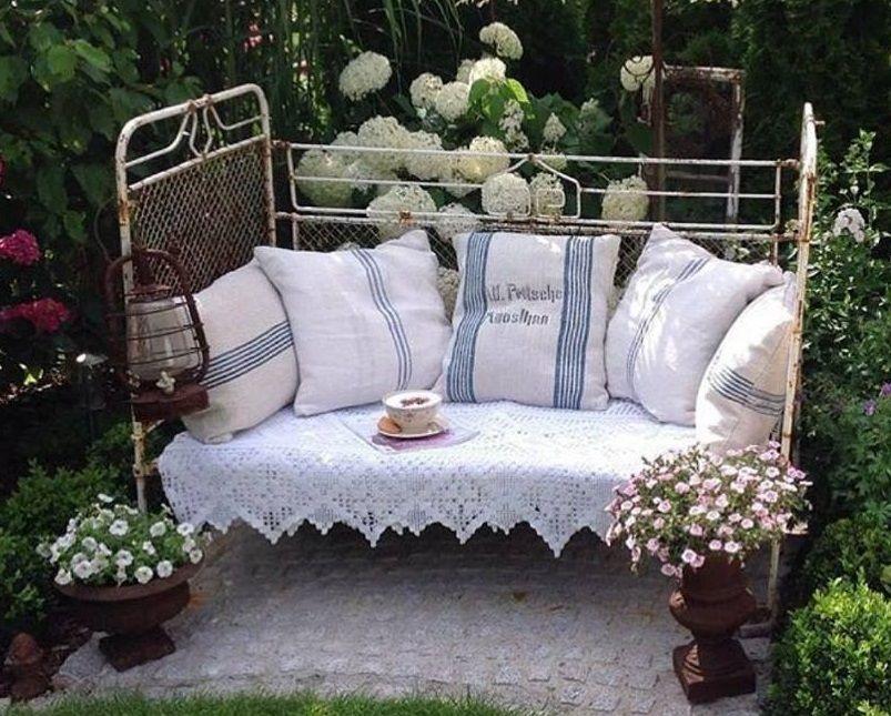 lit-banquette fer forgé | Décor de jardin vintage, Deco ...