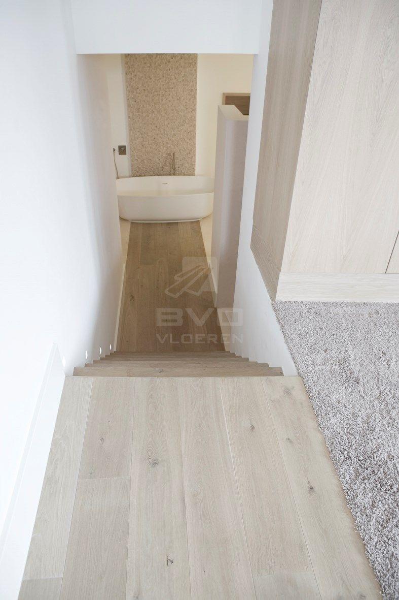 Houten vloer badkamer | eiken trapbekleding | toepassing parket ...