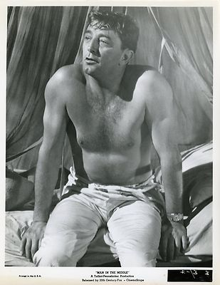 ROBERT MITCHUM MAN IN THE MIDDLE 1963